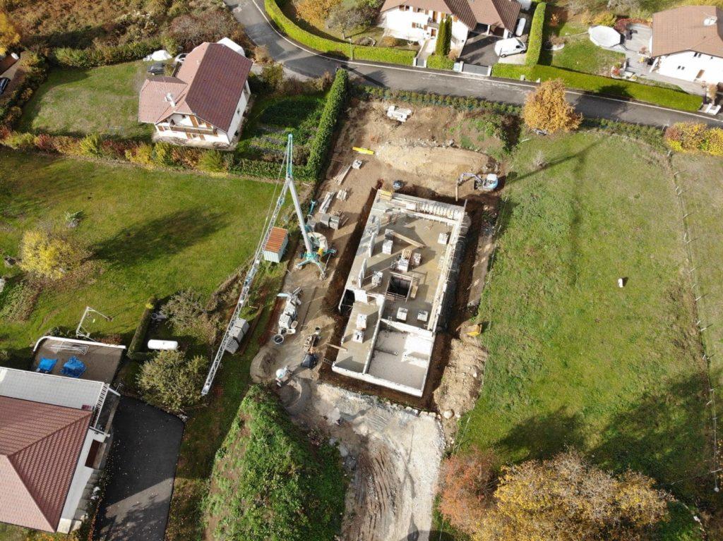 Construction d'une maison contemporaine à Quintal, Haute-Savoie par MS Habitat